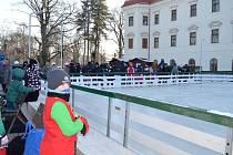 Zatím ve zkušebním provozu funguje od neděle 8. ledna u zámku v Holešově nové kluziště