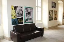 Výstava fotografií z filmových ateliérů a doplňujících prací Karla Zemana končí v holešovském zámku 31. března. Je tedy poslední šance prohlédnout si mimo jiné díla, která byla naposled vystavována v New Yorku.