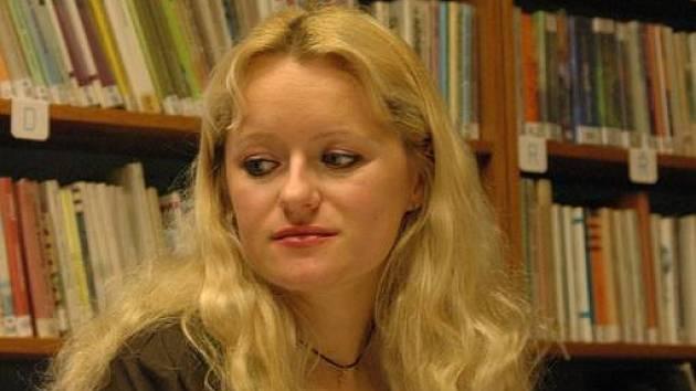 Mladá nadějná spisovatelka z Chvalčova u Bystřice pod Hostýnem, Klára Janečková, nyní píše vlastní příběh o zkušenosti s únosci.
