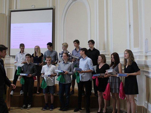 Studenti Gymnázia Kroměříž ve čtvrtek byli oceněni za své snažení nejvyšší cenou eTwinning.