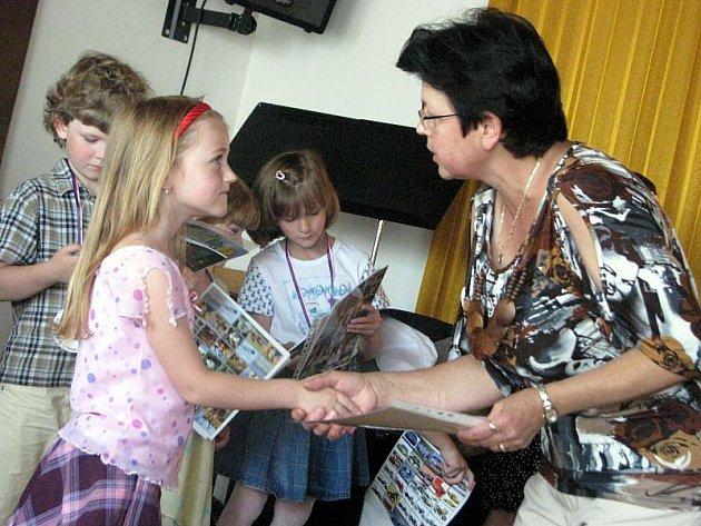 V úterý 29. června 2010 se v sále Základní umělecké školy Zdounky konalo slavnostní vyřazování předškoláků z mateřinky a jejich pasování na prvňáčky.