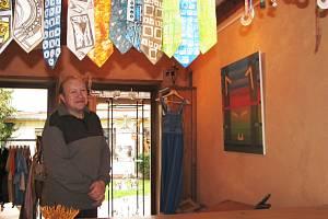 V kroměřížské Galerii U Artuše je až do 8. května k vidění výstava nazvaná Minimax Market