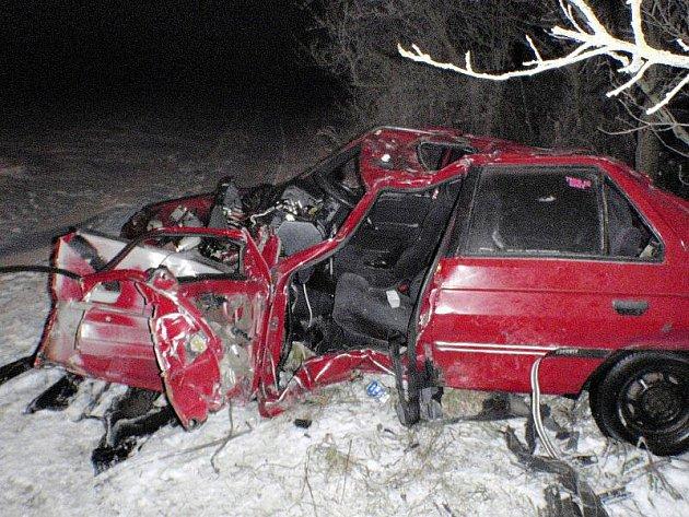 Smrt mladého muže si vyžádala první dopravní nehoda letošního roku na Kroměřížsku. Došlo k ní kolem půl třetí ráno mezi obcemi Koryčany a Střílky.