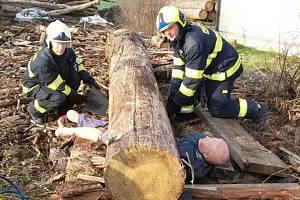 Cvičení holešovských hasičů v Prusinovicích.