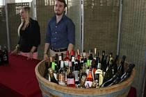 V Květné zahradě v Kroměříži se v sobotu ochutnávalo víno. Konal se tam jubilejní desátý ročník kroměřížských vinařských slavností.