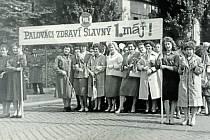 MAGNETON KROMĚŘÍŽ, PRVNÍ MÁJ. Pracovníci továrny se účastnili všech tradičních oslav a průvodů včetně Svátku práce.
