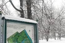 Podzámecká zahrada v Kroměříži, v současné době pod sněhem, je jednou z těch, na které ministerstvo kultury slíbilo přidělit dotaci ve výši několika set milionů korun: unikátní zahrady, památka UNESCO, totiž nutně potřebují opravy.