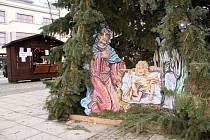 Folklorní soubor Zrníčko zpíval koledy na holešovském náměstí u stromečku