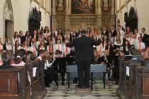 V chrámu svatého Mořice se uskutečnil Slavnostní koncert pěveckého sboru AVE k 160. výročí založení arcibiskupského gymnázia v Kroměříži.