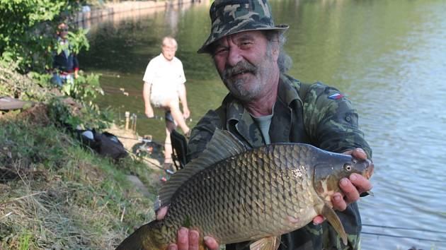 Na Kroměřížské Šlajze se uskutečnily tradiční každoroční rybářské závody. Téměř sto třicet rybářů od časných ranních hodin soutěžilo v lovení kaprů, cejnů i amurů.