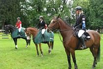 V holešovské zámecké zahradě se v sobotu 30. května 2009 konaly jezdecké závody.
