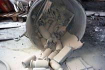 Požár sudu s chemikáliemi ve spalovně v Chropyni