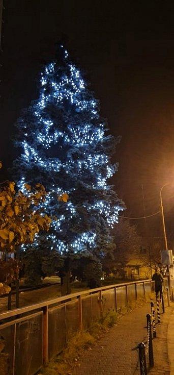 Vánoční strom 2020 ve Vsetíně - u vlakového nádraží