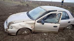 Jízdu v poli ukončila dnes ráno na Kroměřížsku mladá řidička