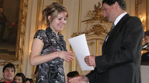 V Kroměříži obdrželi 23. 5. 2008 absolventi Obchodní akademie v Kroměříži v tamním Sněmovním sále Arcibiskupského zámku maturitní vysvědčení.