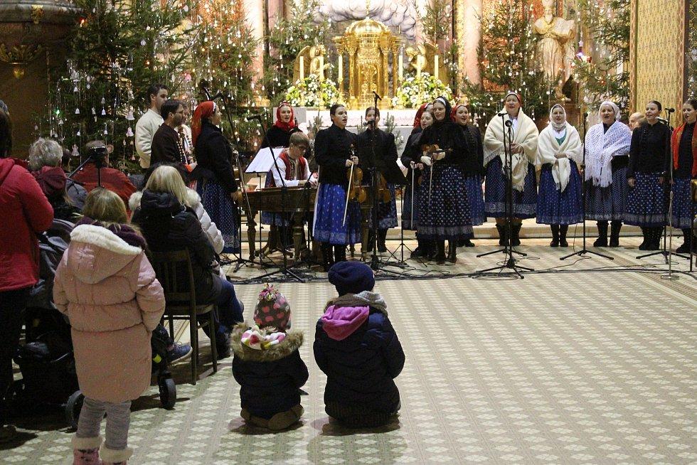Vánoční koncert s názvem V Betlémě se svítí, který na Svatém Hostýně zorganizovala Cimbálová muzika Bukovinka ve spolupráci s dalšími soubory v sobotu 28. prosince 2019.