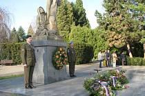 Na kroměřížském hřbitově uctili 11. listopadu 2008 památku obětem války, Den válečných veteránů.