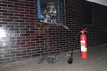 Bankomat v Chropyni shořel na popel.