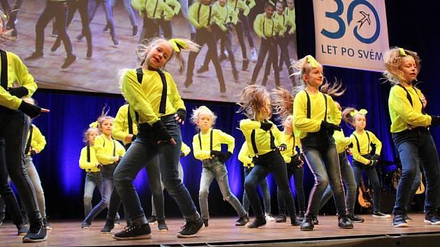 Vletošním roce se galakoncertu Děti dětem vPraze zúčastnil taneční kroužek Baby dance ze SVČ TYMY pod vedením Olgy Peškové se svojí úspěšnou choreografií Mimoni.