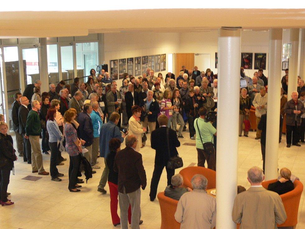 Vernisáž výstavy Fotoklubu nazvaná Fotobraní 2012 se uskutečnila ve čtvrtek 11. 10. 2012 ve foayer kroměřížského Domu kultury. Více prostoru dostali dva členové klubu, a to, Jan Bureš a Miroslav Pilát.