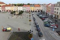 V centru Kroměříže je parkování často téměř nemožné. To by však měl v budoucnu vyřešit nový parkovací dům.