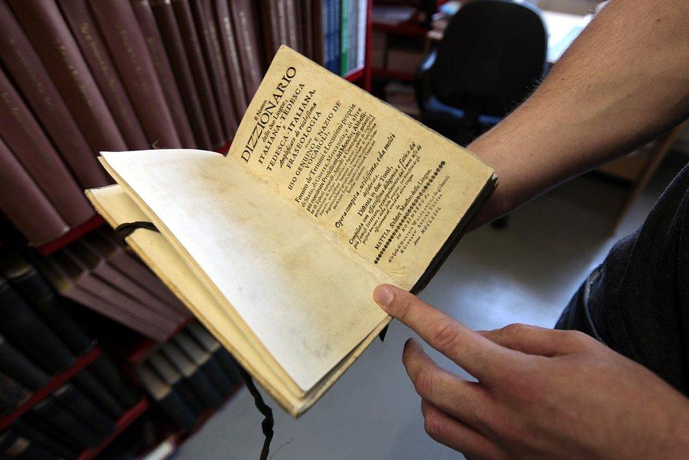 Státní okresní archiv Kroměříž. Německo-italský a italsko-německý slovník z roku 1666.