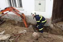 K sobotnímu překopnutí přípojky a následnému úniku plynu v Lubné došlo při provádění výkopových prací.