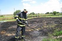 S požárem trávy v Kroměříži si poradili až přivolaní hasiči.