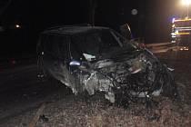 Hasiči v sobotu v podvečer zasahovali u nehody u obce Brusné: auto zde zdemolovalo silniční mostek. Naštěstí se nehoda obešla bez zranění.