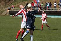 V souboji nováčku se radovali hráči Rajnochovic (v modrém).