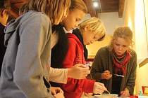 Děti si v kroměřížském muzeu celý týden mohly přijít tvořit vánoční ozdoby, či péct perníčky a hlavně se přiučit vánočním obyčejům.