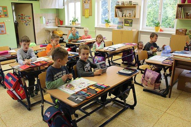 Třída prvňáčků ze Základní školy vŽeranovicích spaní učitelkou Mgr. Petrou Smolovou