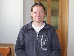 Petr Klapil z Kroměříže pracuje už jednadvacet let coby strážník u Městské policie Kroměříž. Kromě toho je také u Sboru uniformovaných ostrostřelců v Kroměříži a napsal mimo jiné i několik básnických sbírek.