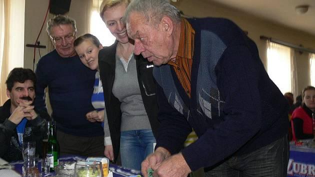 V Plešovci u Chropyně na Silvestra 2011 pořádali akci s názvem Zavírání vody.