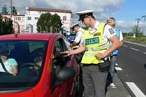 Policejní preventivní akce, která se uskutečnila v úterý, mezi Kroměříží a Hulínem. Kromě policistů se akce zúčastnil také zástupce pivovaru, který řidiče s negativní dechovou zkouškou, odměnil nealkoholickým pivem a informační materiály.