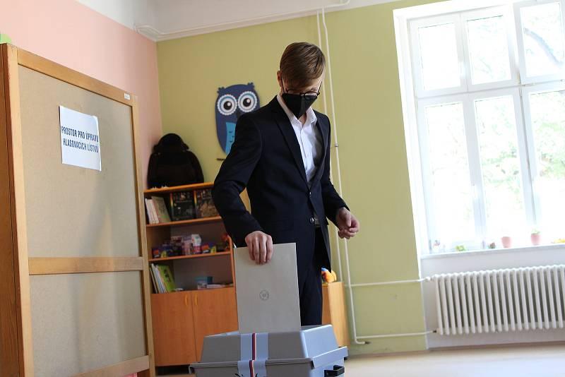 Volby na Kroměřížsku. Volební okrsek č. 2 v ZŠ Holešově