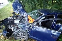 Při střetu kamionu s osobním automobilem v Chropyni se zranil jeden z řidičů