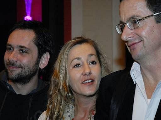 V Buddha-Bar Hotelu se 23. února uskutečnila tisková konference k natáčení filmu Román pro muže podle knihy Michala Viewegha. Na snímku herec Filip Čapka (zleva), herečka Vanda Hybnerová, scénárista a spisovatel Michal Viewegh.