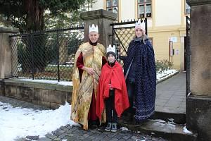 TŘÍ KRÁLOVÁ DRUŽINA. Plánováním a organizováním družin Tří králů má už po 14. na starosti Josef Šebestík z Oblastní charity Kroměříž. (první zleva)