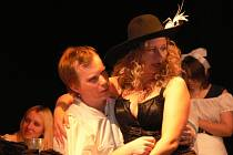 Ve čtvrtek večer pobavilY Mušketýrky diváky v Chropyni. V místním kulturním středisku uvedl své představení kroměřížský divadelní spolek p.o.kro.k.
