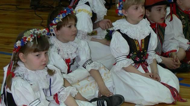 Dětský folklorní soubor.