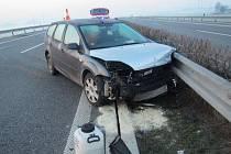 Nehodu na rychlostní silnici D55 u Hulína museli v pátek 18.3. řešit hasiči a policisté.