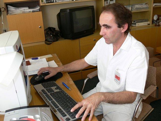 MUDr. Jaroslav Přibík pracuje v Kroměřížské nemocnici a. s. jako přednosta gynekologicko - porodního oddělení.