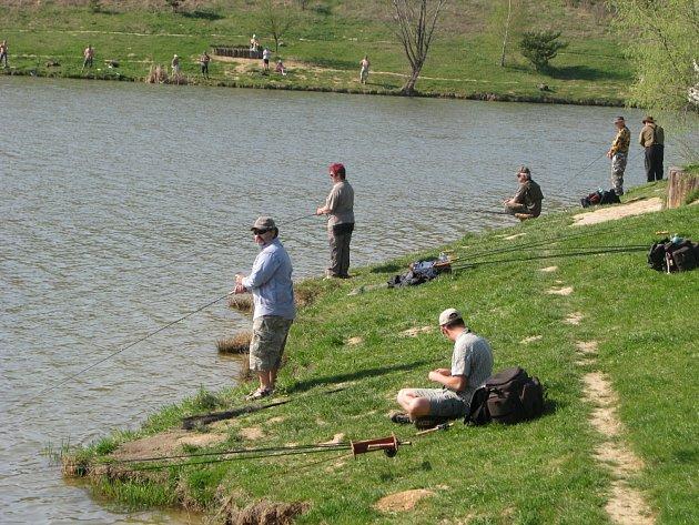 Závody v muškaření. Účastníci vylovili na 1300 ryb
