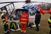 Ranní nehoda u Chomýže si vyžádala přílet vrtulníku