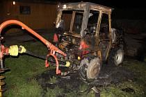 Noční požár malotraktoru v obci Břest.