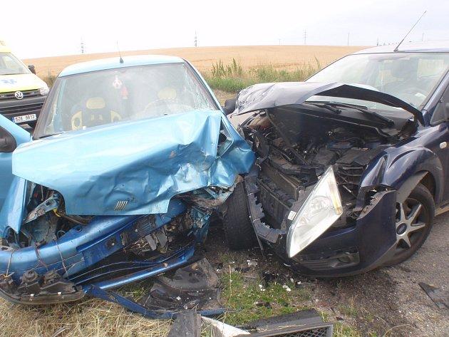Při dopravní nehodě na křižovatce v Těšánkách, místní části Zdounek, se zranilo šest lidí.