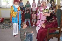 V knihovně v Hulíně se 12. 6. 2008 konalo pasování žáků prvních tříd tamní školy na čtenáře.