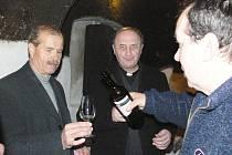 V pátek 17. února 2012 se v kroměřížských Arcibiskupských zámeckých sklepích konalo žehnání mladého vína, kterého se zúčastnil i olomoucký arcibiskup Jan Graubner.