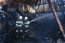 V Blazicích hořel sklad uhlí, škoda dělá čtvrt milionu